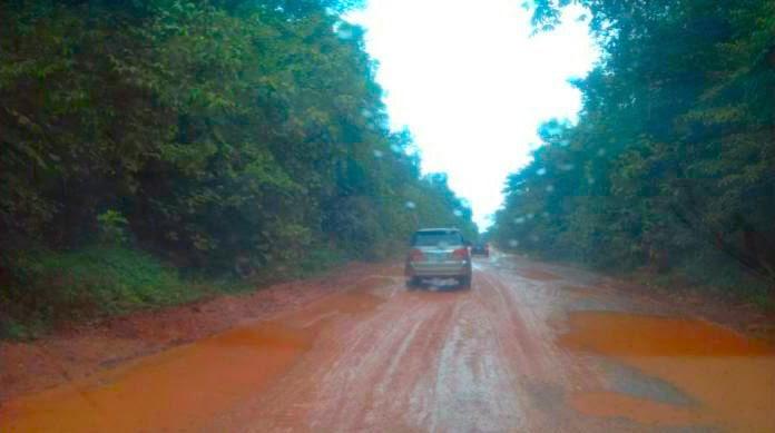 A BR 174 possui um trecho de aproximadamente 20 km em terra quase intransitável, por causa de uma reserva indígena.