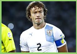 El drama de Diego Lugano: Está sin club hace 6 meses y entrena con la Sub 20 de Uruguay