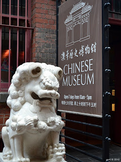 chinese museum guardian