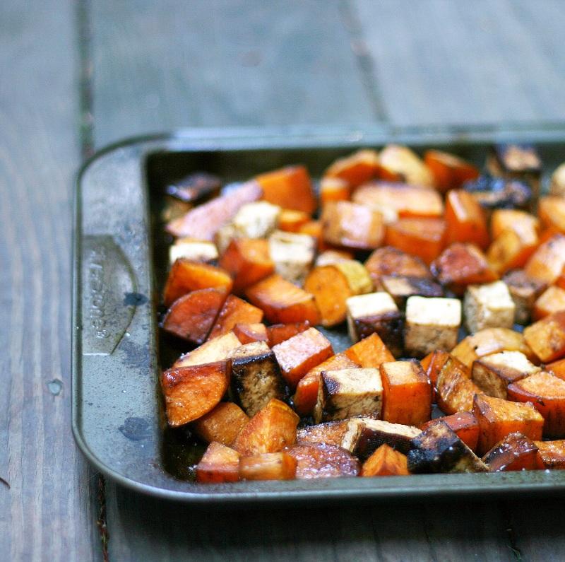 via http://mouthwateringfoods.blogspot.com/2012/10/roasted-balsamic-sweet-potatoes-and-tofu.html