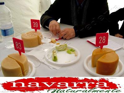 Como cada año el último domingo de Agosto se celebra en la preciosa localidad de la Sakana, de Uharte-Arakil/Huarte Arakil, el Día del Pastor, también llamado Artzai Eguna.   En este evento festivo, Turístico y Popular, se celebran varios concursos relacionados con el mundo del Pastor de Navarra Naturalmente.  Fundamentalmente esta festividad se realizara para  dar homenaje a los pastores de la Comunidad Foral.  Éste  evento popular, está declarado como  Fiesta de Interés Turístico de Navarra  Cada año se concentras cientos de personas que vienen desde todos los valles y lugares , a disfrutar tanto del pueblo, como de los actos programados.  Especialmente  el acto principal es el Concurso de Quesos Idiazábal Urbasa, que tanto prestigio tiene.  A este concurso acuden los mejores pastores que traen sus mejores quesos para competir.  Posteriormente el queso ganador se subasta públicamente.