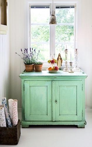 Keuken Blauw Groen : Van een tafel een wasmeubel gemaakt in grijs groen.
