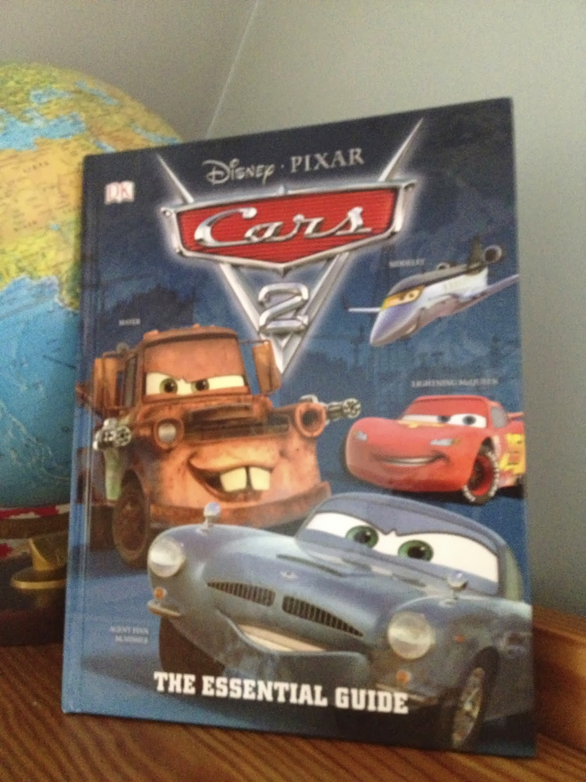 Dan The Pixar Fan Cars The Essential Guide - Cars 2 cool cars book