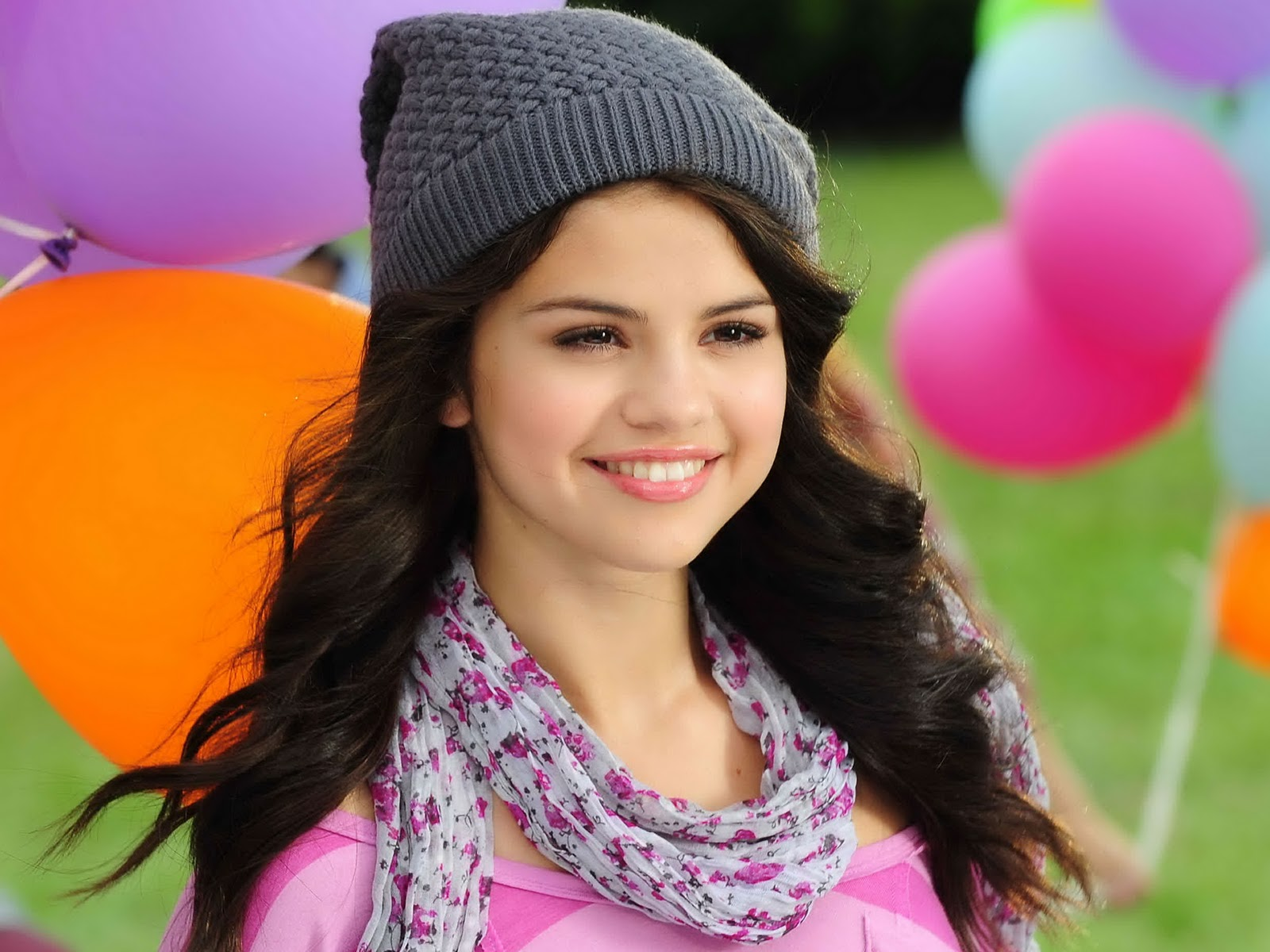 http://1.bp.blogspot.com/-sF1S2fM3QRQ/TYbOSPfI7JI/AAAAAAAAACY/Y-uLUewwwok/s1600/The-best-top-desktop-selena-gomez-wallpapers-selena-gomez-wallpaper-hd-15.jpg