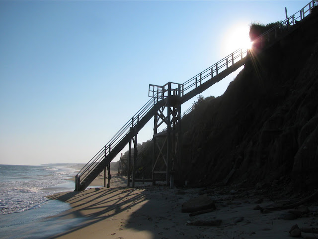 Stairway-to-the-Beach-in-Montauk-NY