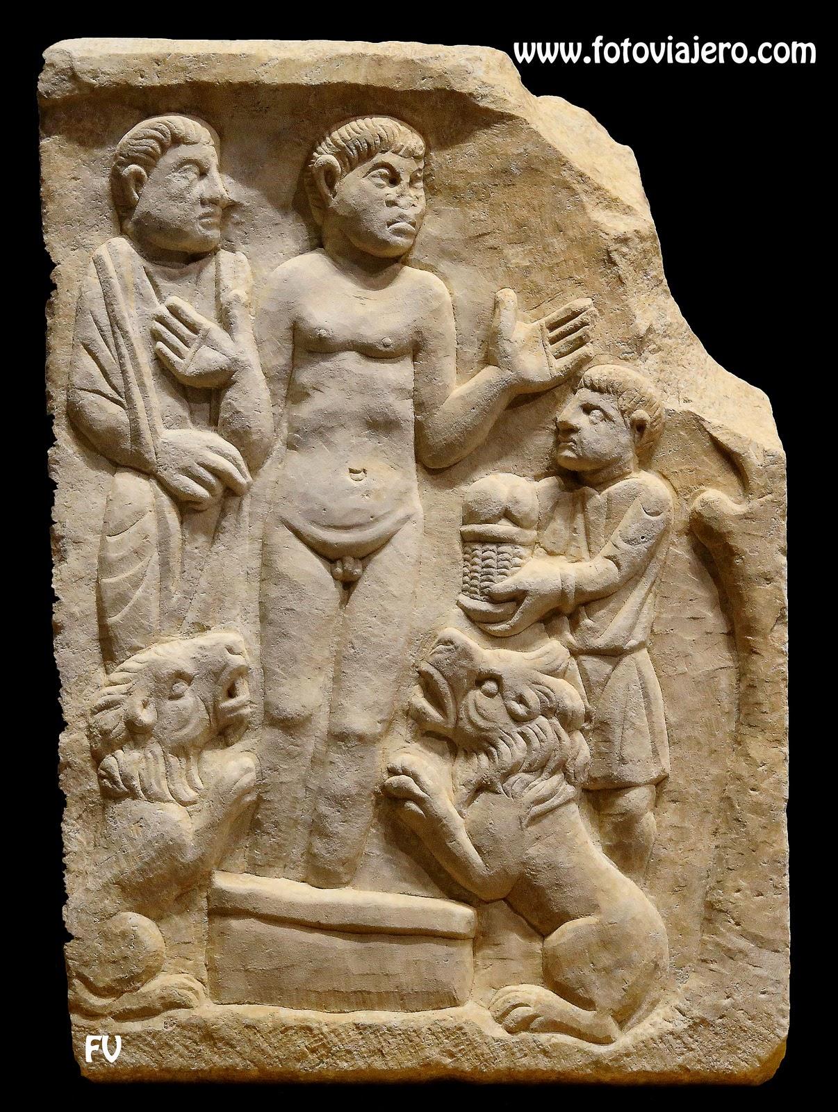 El Claustro: Daniel y los tres jóvenes