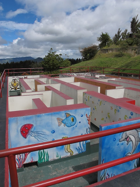 Labirinto na Catedral de Sal, Colômbia, Bogotá, Zipaquirá, com crianças niños
