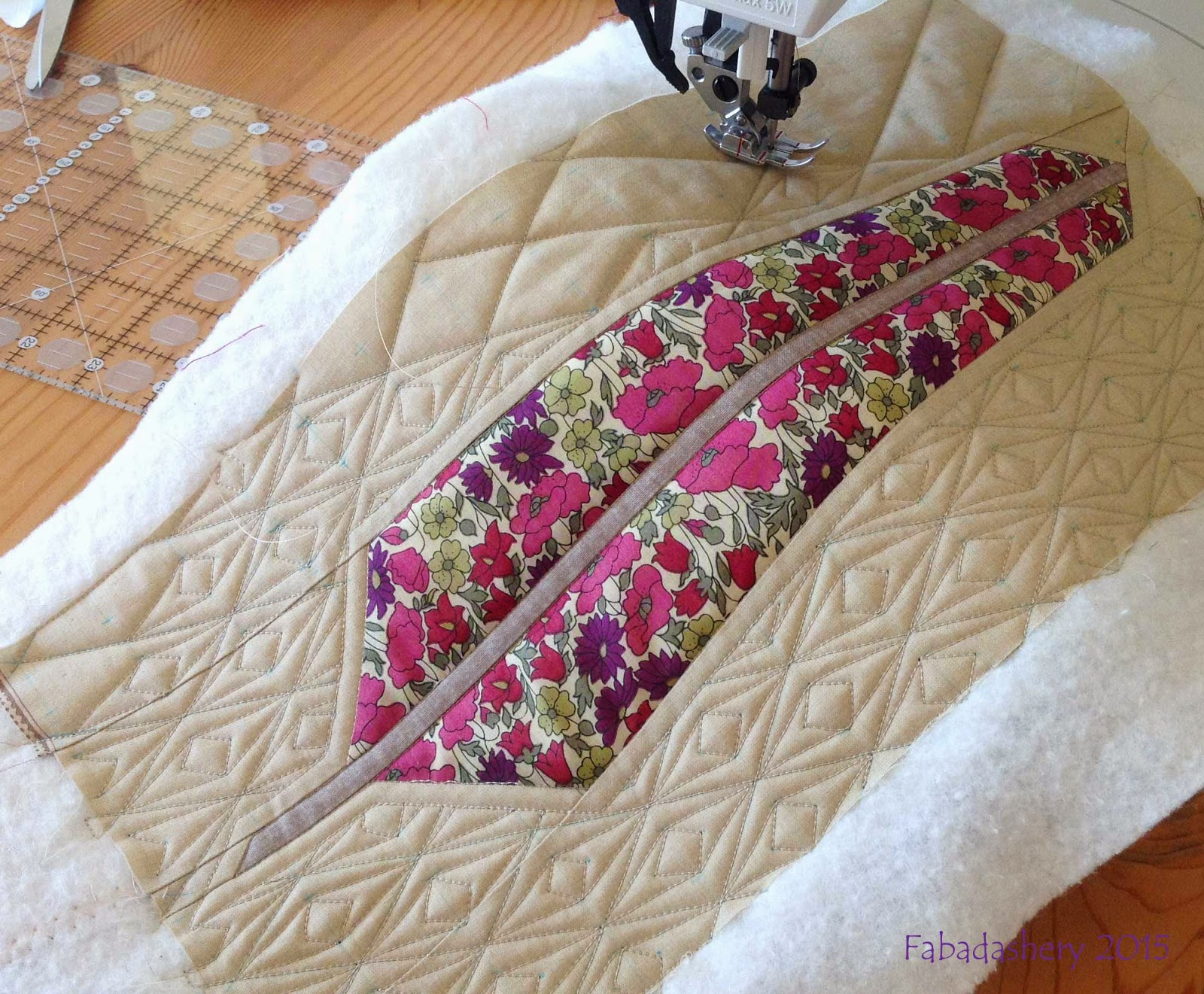 Machine Quilting - Angela Walters Diamond Pattern
