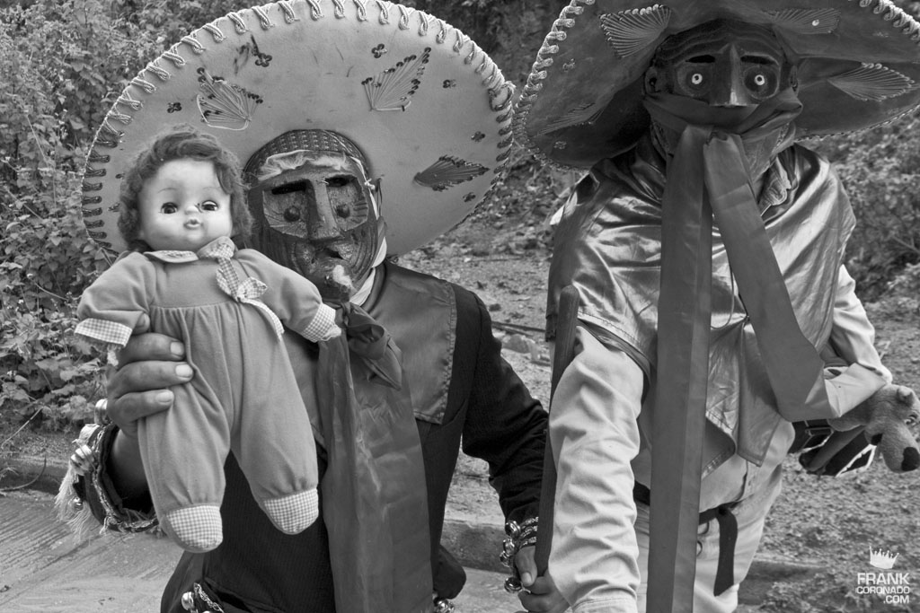Viejotes en fiesta tradicional de San Pedro Ixtlahuaca Oaxaca