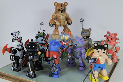 BEARGGUY TEAM Standing on The Earth Diorama