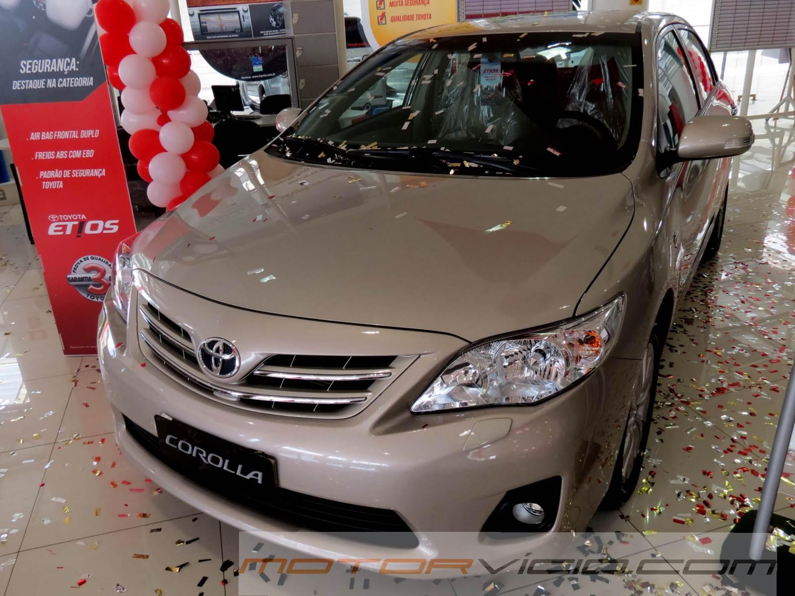 Corolla 2014 ganha central multimídia e preço mais baixo