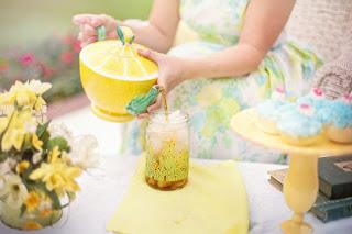 thé glacé à l'abricot, vanille et menthe