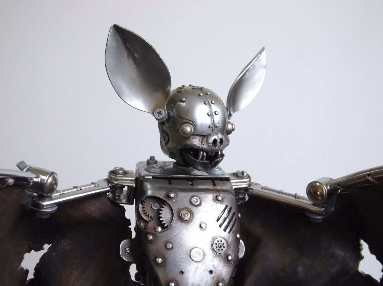 pipistrello-bat-steampunk-animal-sculptures-igor-verniy-2