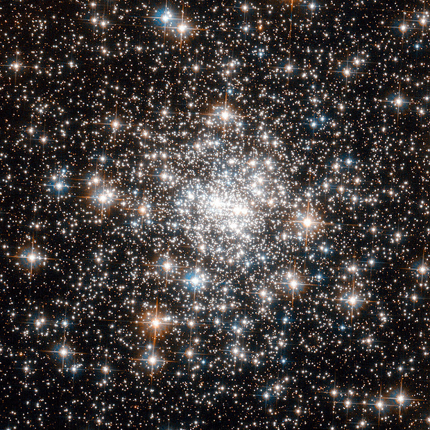 The Core of Globular Cluster NGC 6642 as seen by Hubble