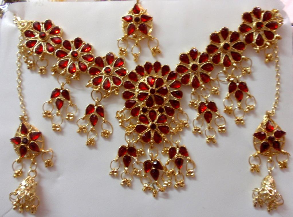 Conjunto collar, pendientes y tikka dorado y plata,,\u0026gt; 10 euros