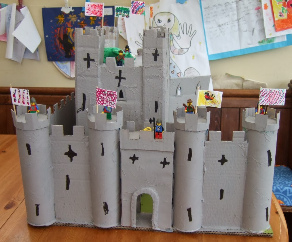 Emy 39 s crafty blog cardboard box castles part 2 for Castle made out of cardboard boxes