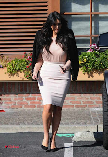 Kim Kardashian Pictures in Stylish Short Dress in Los Angeles  0005.jpg