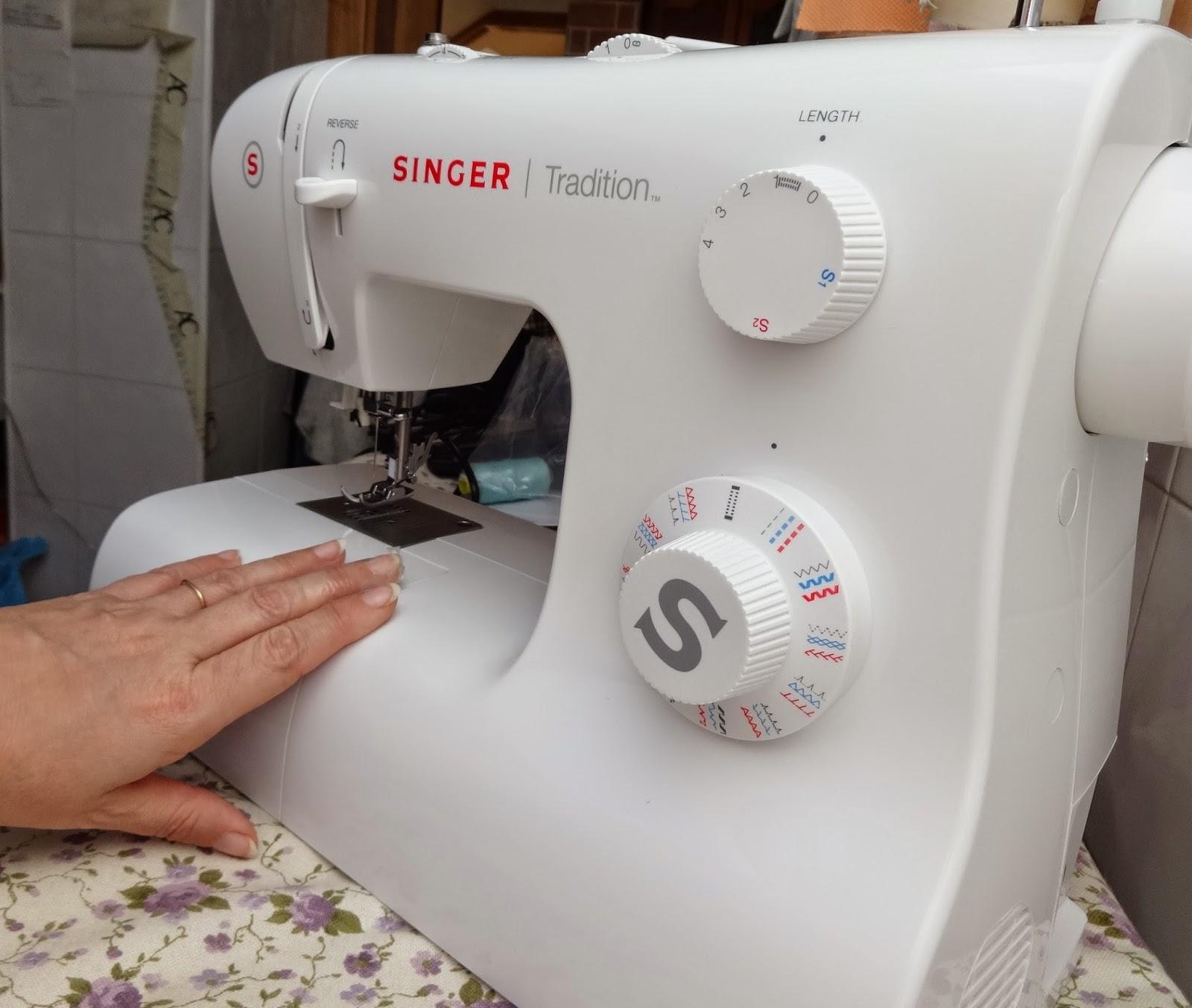 4894c5046615a Anilegra moda para muñecas  Aprender a coser a máquina Singer ...