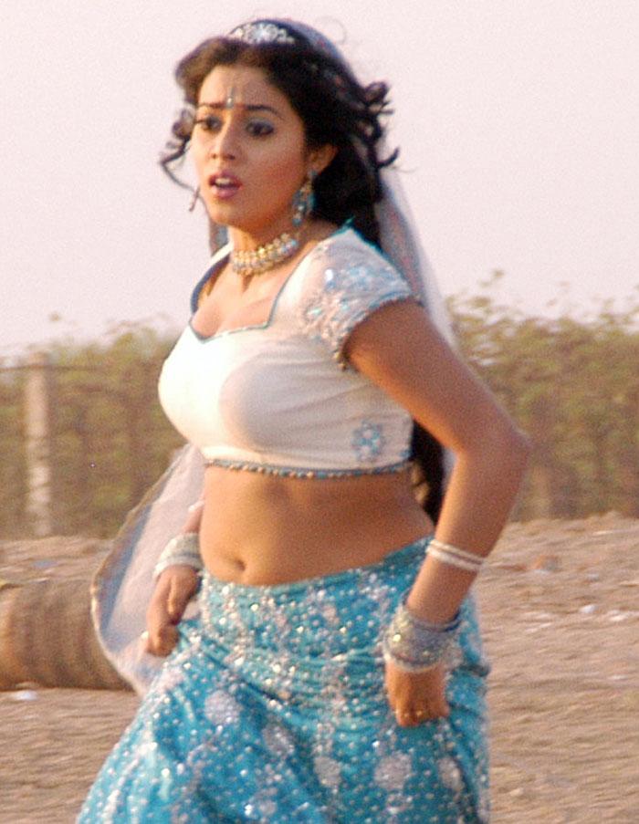 Poorna Hot Sexy Photos Stills Sindhu Tolani Navel