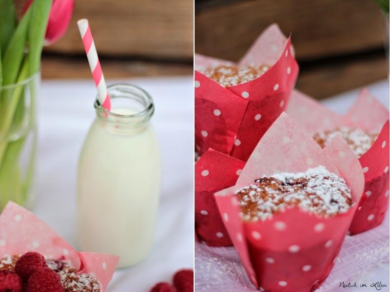 Himbeermuffins mit weißer Schokolade und Milchfläschchen