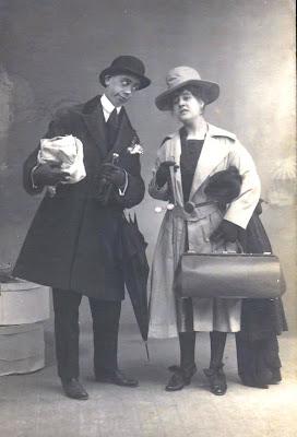 postal retro pareja cómica
