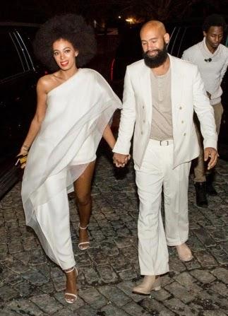 looks de Solange Knowles para casamento macacão e capa de um ombro só