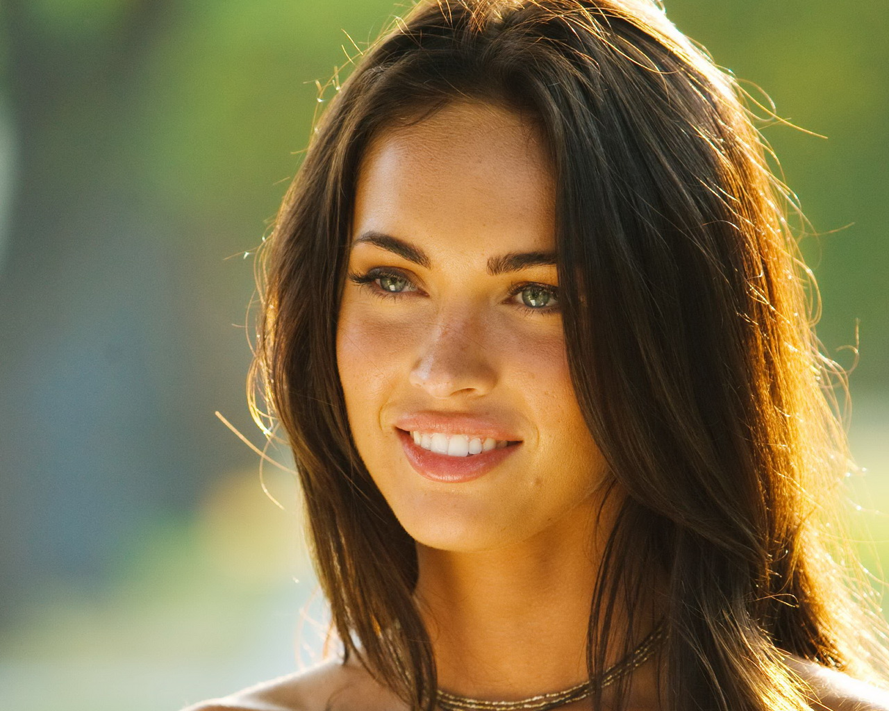 Hollywood models wallpapers megan fox spicy model - Fille brune au yeux bleu ...
