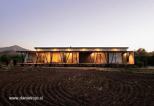 Arquitectura de casas casa rural moderna de madera con for Casas alargadas