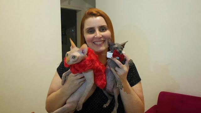 Diana Farias e seus gatos sphynx, Franga e Boo Boo