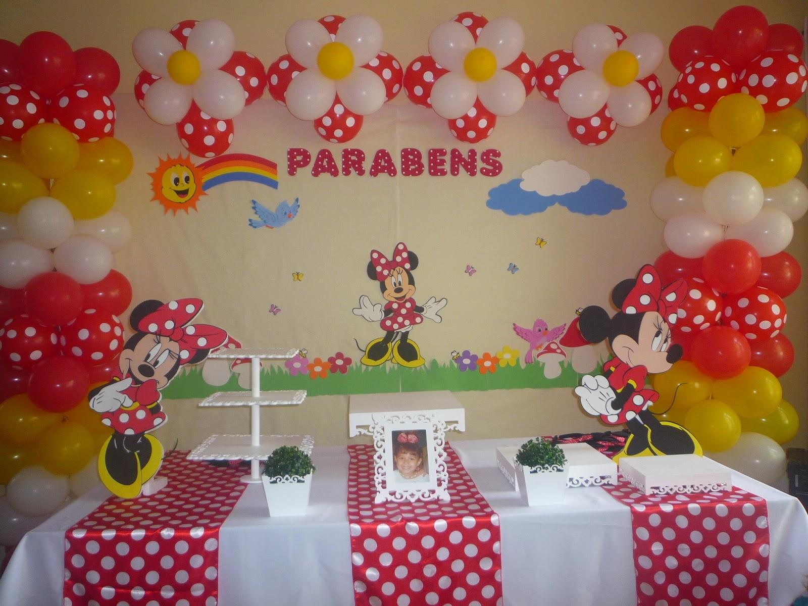 Decoração e Brinquedos Festa Minnie com algumas peças provençal