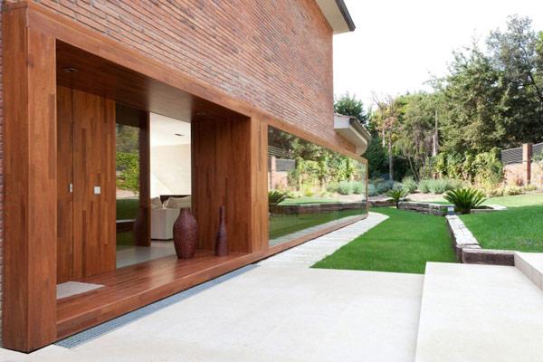 Hogares frescos moderno proyecto inspirado en la madera for Casa moderna kw