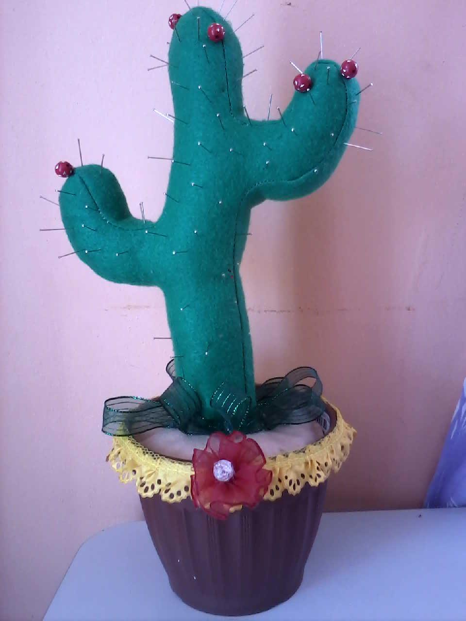 Creaciones y manualidades chayito cactus alfiletero for Cactus navideno