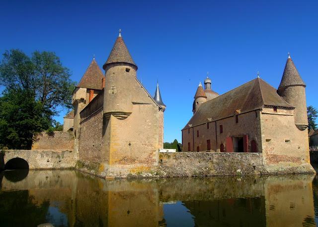 lakeside castle france