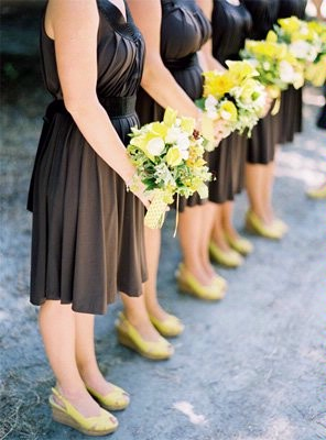 im even thinking my bridesmaids would look super cute with yellow heels