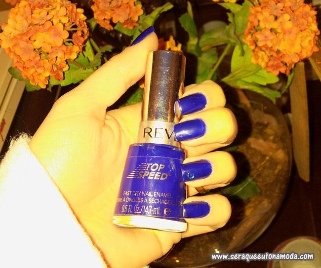 Esmalte azul Revlon