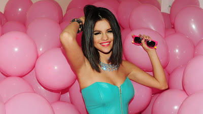 Selena Gomez Latest Hd Wallpaper 2013