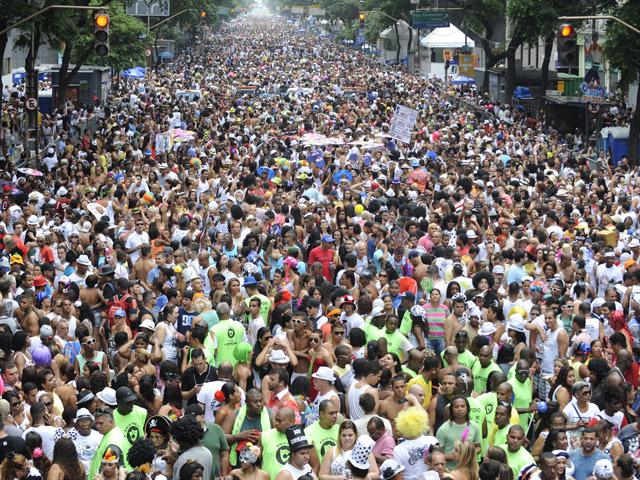 Foliões do Cordão da Bola Preta - Foto: Tânia Rêgo/ABr
