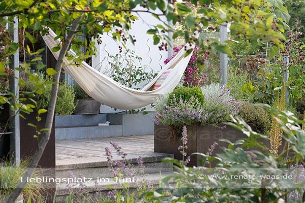 gartenblog geniesser garten sitzplaetze im garten. Black Bedroom Furniture Sets. Home Design Ideas