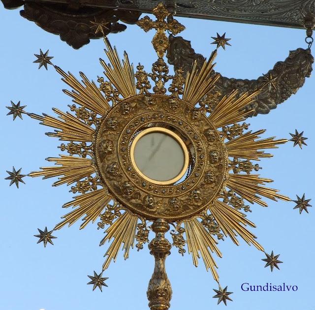dignidad altar santisimo sacramento:
