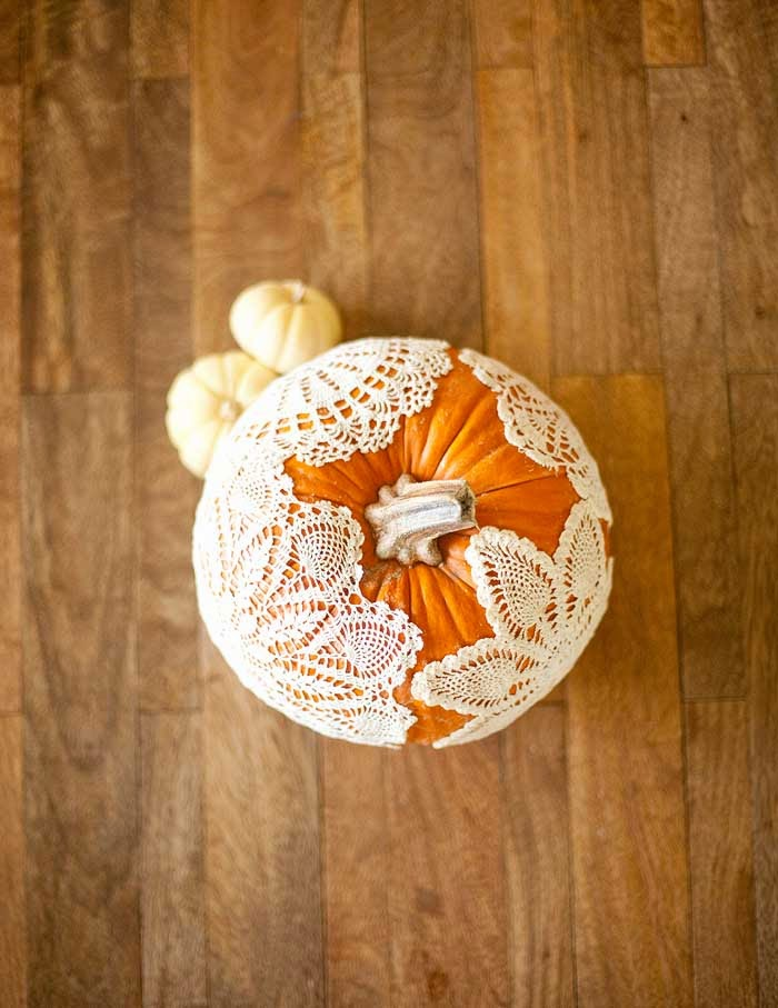 doily pumpkin ideas, doily pumpkin, pumpkin decor ideas, pumpkin decoration ideas, doily and pumpkin, halloween pumpkin