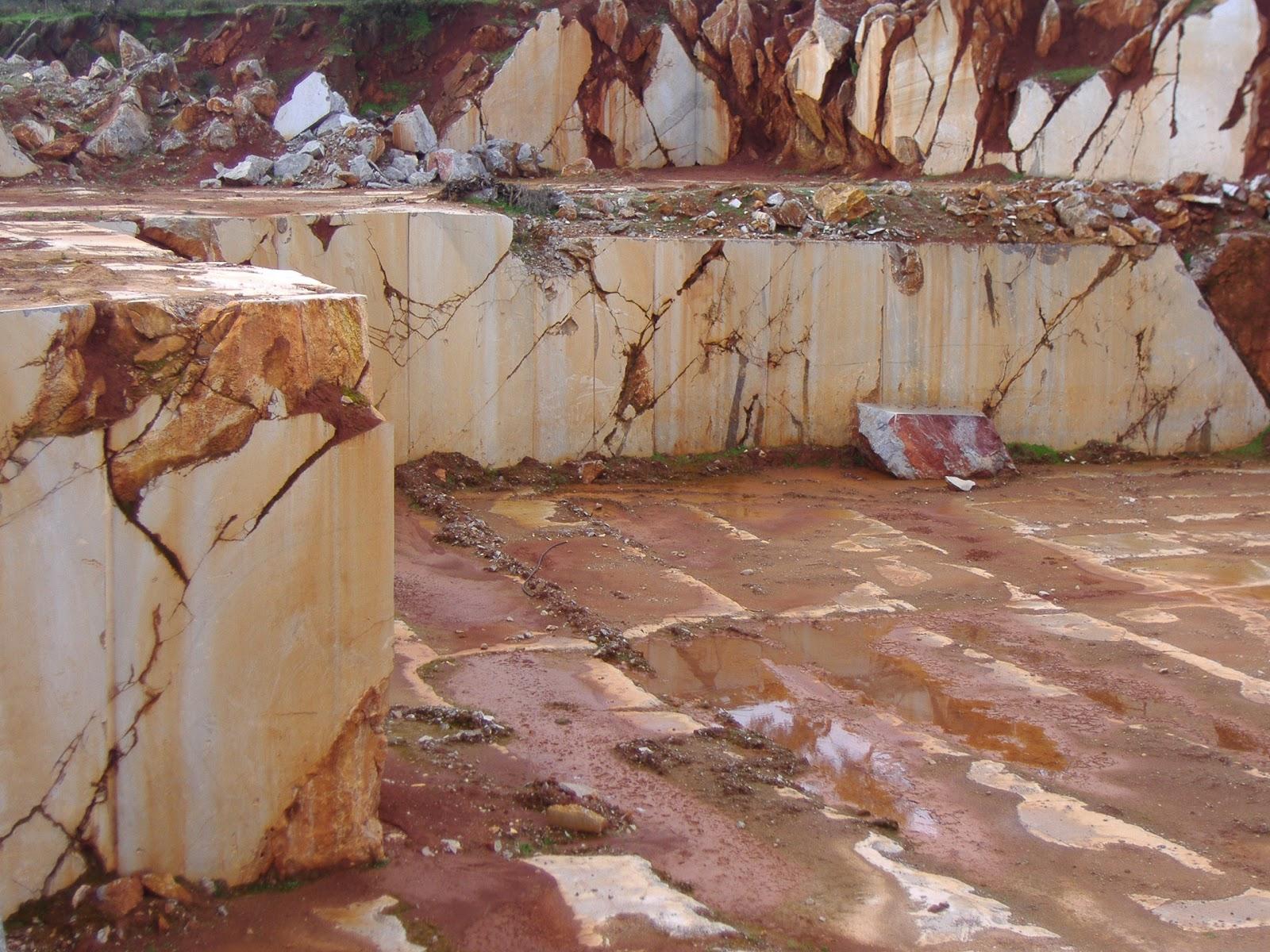 El desvan de david el m rmol de alconera en la antig edad for Marmol negro veteado