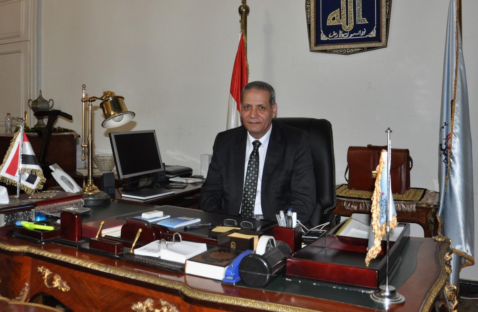 """وزير التربية والتعليم يتقدم مسيرة تضم """" 4000 """" معلم من مختلف محافظات مصر"""