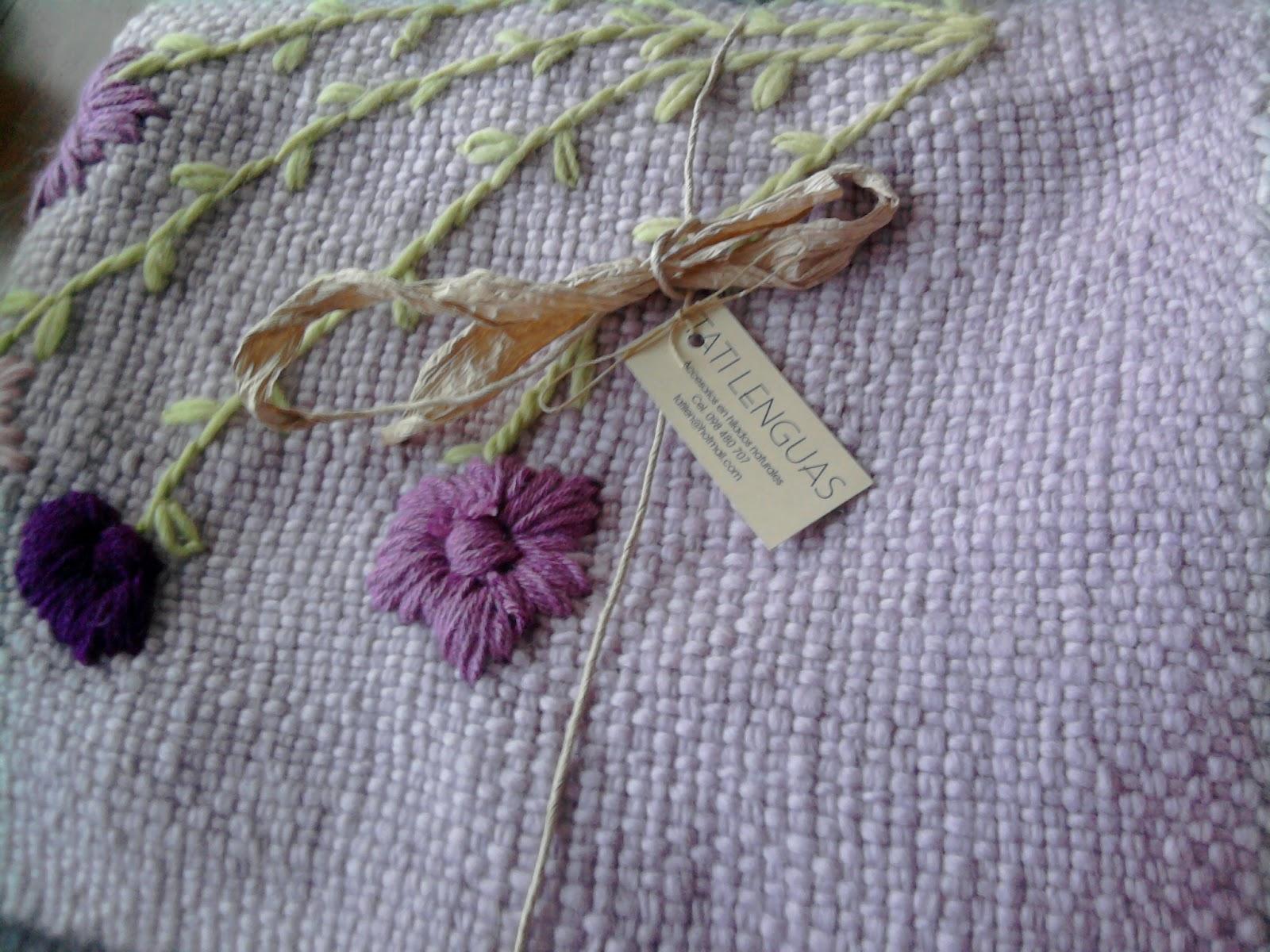 Mantas y pie de cama de lana bordados tati lenguas for Mantas de lana de colores