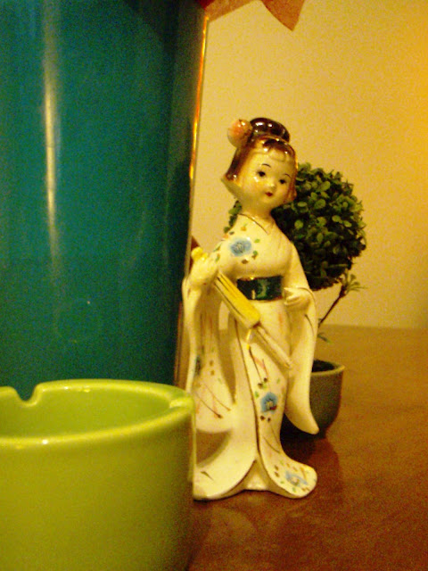vintage deco little geisha statue