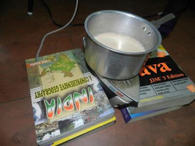 Chauffer son thé avec un fer à repasser et cuire son bacon dans un lecteur de CD, le petit déjeuner rêvé du bricoleur trash!