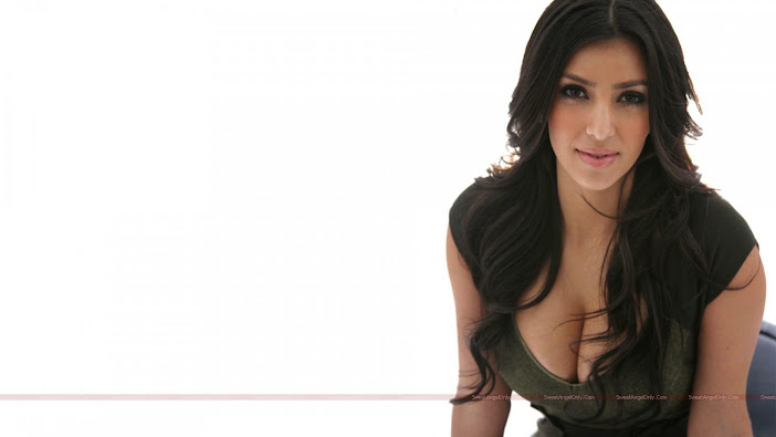 Huge boobs of Kim Kardashian