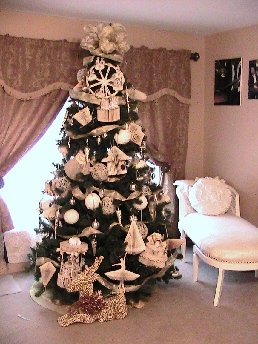 Kattys cosy cove making book ornaments and ornament chandelier another thing that i want to share with you is this ornament chandelier idea that i found on youtube by robeson design i made my own version by making a arubaitofo Gallery