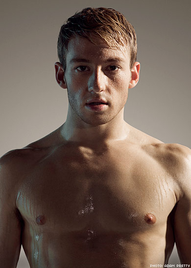 I have a thing for swimmers/divers. I could watch him dive all day long.