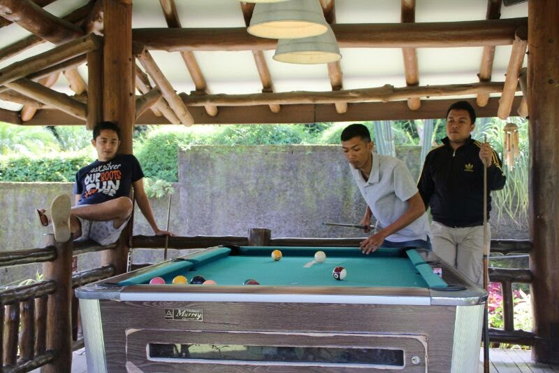 Sewa Villa di Puncak dengan kolam renang dan billiar