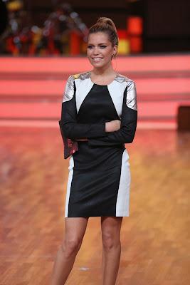 Sylvie van der Vaart in kort jurkje bji Lets Dance